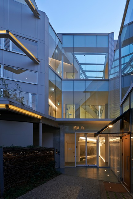Dossier de presse | 3153-01 - Communiqué de presse | Green Triangle – Aoyama 346 - Ryuichi Sasaki + Rieko Okumura/ Sasaki Architecture - Architecture commerciale - Crédit photo : Ryota Atarashi<br><br>