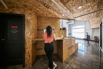 Press kit | 2624-02 - Press release | A New Sound Studio for La Hacienda Creative - Newsam Construction + MXMA Architecture & Design - Commercial Interior Design - Photo credit: Annie Fafard