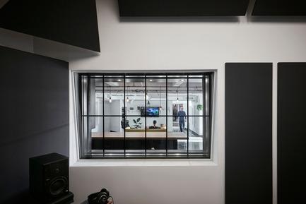 Dossier de presse | 2624-02 - Communiqué de presse | Un nouveau studio de son pour La Hacienda Creative - Newsam Construction + MXMA Architecture & Design - Design d'intérieur commercial - Crédit photo : Annie Fafard