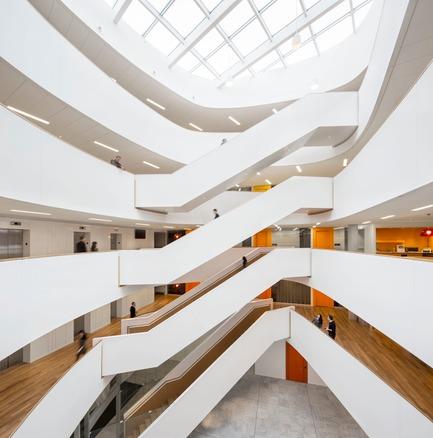 Press kit | 916-07 - Press release | Menkès Shooner Dagenais LeTourneux Architectes remporte un prix «Best of Canada Design» pour les nouveaux bureaux d'Ericsson à Montréal - Menkès Shooner Dagenais LeTourneux Architectes - Industrial Architecture -  Atrium and Skylight  - Photo credit:  Stéphane Brügger