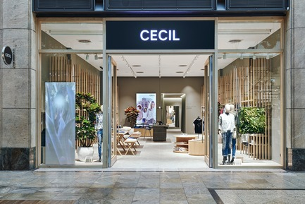 Press kit | 2506-03 - Press release | How to Dress - AGROB BUCHTAL - Commercial Interior Design - One of three Retail Laboratories: the Cecil Store in the Centro shopping centre, Oberhausen. - Photo credit: Agrob Buchtal GmbH / Mikko Ryhänen
