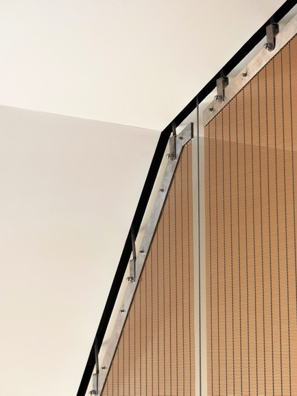 Press kit | 3004-01 - Press release | Maybanke - AJ+C - Residential Architecture -  The tensioned steel screen, while visually it is incredibly light, it is extremely heavy and is supported by a substantial structural frame.<br>  - Photo credit: Rose Repetti<br>