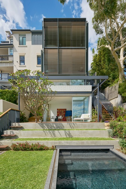 Press kit | 3004-01 - Press release | Maybanke - AJ+C - Residential Architecture - View of the harbour facade, garden and pool<br> - Photo credit: Michael Nicholson<br>