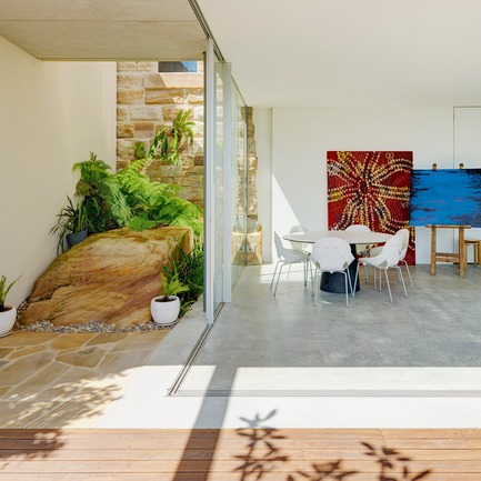 Press kit | 3004-01 - Press release | Maybanke - AJ+C - Residential Architecture - The artists studio opens out to the deck and garden, with views of Snails Bay in Sydney Harbour.<br> - Photo credit: Michael Nicholson<br>