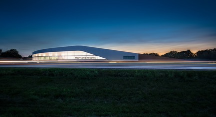 Press kit   1456-01 - Press release   Maryland Heights Community Recreation Center - CannonDesign - Commercial Architecture - Maryland Heights Community Recreation Center at night - Photo credit: Peaks View LLC
