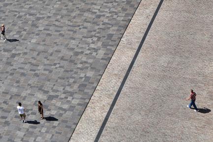 Dossier de presse | 602-12 - Communiqué de presse | La mémoire de la pierre réaménagement de la Place d'Armes - Groupe IBI-CHBA (Lemay) et Direction des grands parcs et du verdissement, Ville de Montréal - Design urbain - Crédit photo : Bernard Bertaut