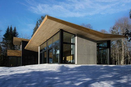 Dossier de presse | 720-10 - Communiqué de presse | The Wooden Wing - YH2 - Residential Architecture - Crédit photo : David Marien-Landry