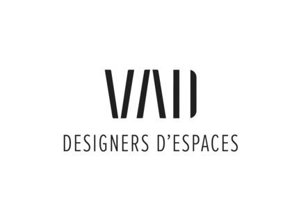 Dossier de presse | 1195-01 - Communiqué de presse | Un nouvel environnement dynamique de travail pour la Banque Nationale - VAD Designers d'espaces - Design d'intérieur commercial - À propos de VAD Designers d'espaces:<br>VAD Designers d'espaces est une firme de design intérieur spécialisée dans l'aménagement d'espaces corporatifs, institutionnels et commerciaux, œuvrant à l'échelle nationale.Guidés par la sensibilité, l'instinct et l'authenticité, l'équipe de 25 créatifs conjugue idées innovantes et méthodologie précise pour donner vie à des projets à l'image de ses clients.<br>Chaque nouveau projet est une occasion unique de déployer leur vision créative, et leur intelligence dans la conception d'environnements centrés sur l'humain.<br> - Crédit photo : www.vad.qc.ca