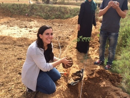 Press kit   1136-07 - Press release   Sarah Mag Toumi Rural Agora for Bir Sallah(El Hencha), Tunisia - Philippe Barriere Collective Tn (PB+Co) - Commercial Architecture -   Sarah mag toumi planting moringa trees in her fields  - Photo credit: Highlights