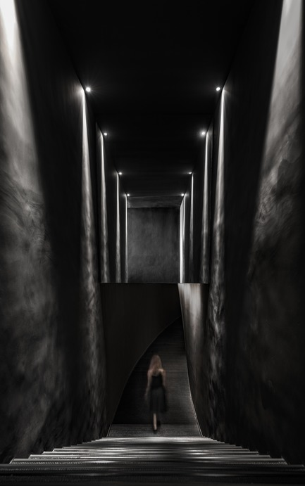 Dossier de presse | 2264-07 - Communiqué de presse | Jian Li Ju Theatre - More Design Office (MDO) - Commercial Interior Design - The Entrance. lighting draws visitors through the theatre.  - Crédit photo :  Dirk Weiblen