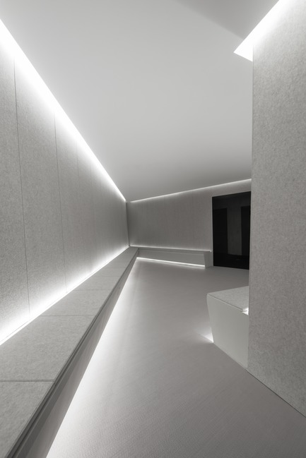 Dossier de presse | 2264-07 - Communiqué de presse | Jian Li Ju Theatre - More Design Office (MDO) - Commercial Interior Design - the waiting room is bright creating a soft environment. - Crédit photo :  Dirk Weiblen