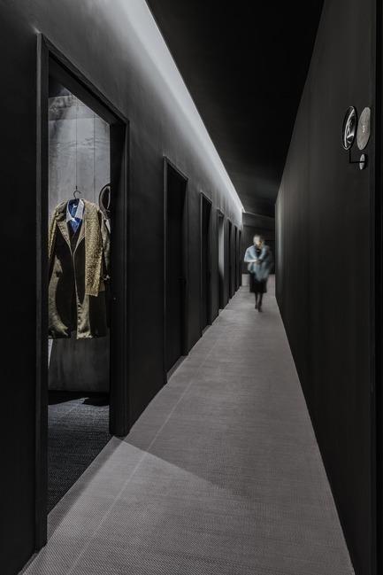 Dossier de presse | 2264-07 - Communiqué de presse | Jian Li Ju Theatre - More Design Office (MDO) - Commercial Interior Design - Small anti-chamber where the four enclosing walls are asymmetrical.  - Crédit photo :  Dirk Weiblen