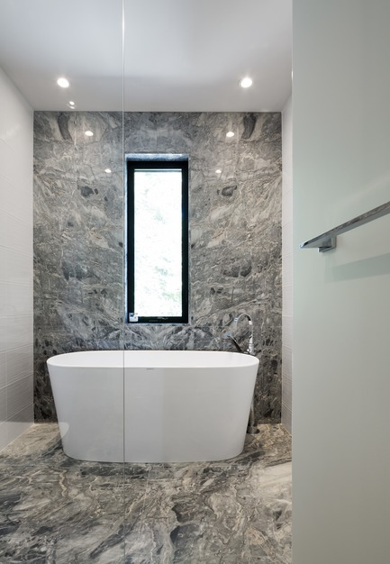 Press kit | 1678-03 - Press release | De La Canardière Residence - Atelier BOOM-TOWN - Residential Architecture - Bathroom - Photo credit: Steve Montpetit