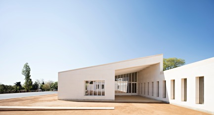 Press kit | 2276-07 - Press release | ArchiDesignclub Awards 2018 : découvrez les projets lauréats ! - ArchiDesignclub by Muuuz - Competition - Centre éducatif fermé, Marseille (13e) - COMBAS   Architectes - Photo credit: Javier Callejas