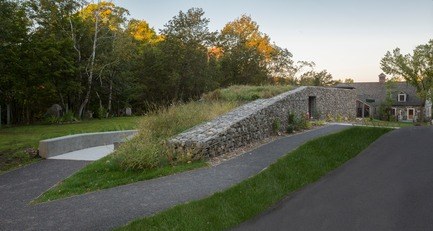 Press kit | 2263-02 - Press release | Nature, Architecture and Heritage in Harmony:Landscape Pavilion, St-Roch-des-Aulnaies - Anne Carrier architecture - Institutional Architecture - Photo credit: Stéphane Groleau