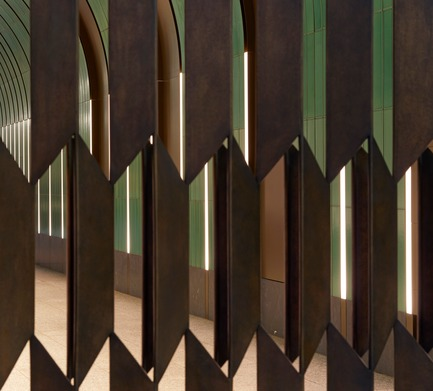 Press kit | 2317-01 - Press release | A New Oasis Off London's Oxford Street - Make Architects - Residential Architecture - Brass patinated gates in trapezoid pattern by Robert Orchardson - Photo credit: Edmund Sumner