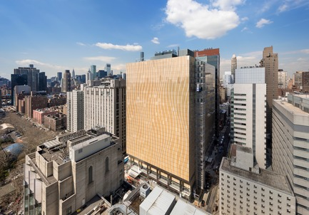 Dossier de presse | 1204-08 - Communiqué de presse | NewYork-Presbyterian Opens a World-Class Center for Ambulatory Care: David H. Koch Center - Pei Cobb Freed & Partners - Institutional Architecture - View south along York Avenue - Crédit photo : Albert Vecerka / ESTO
