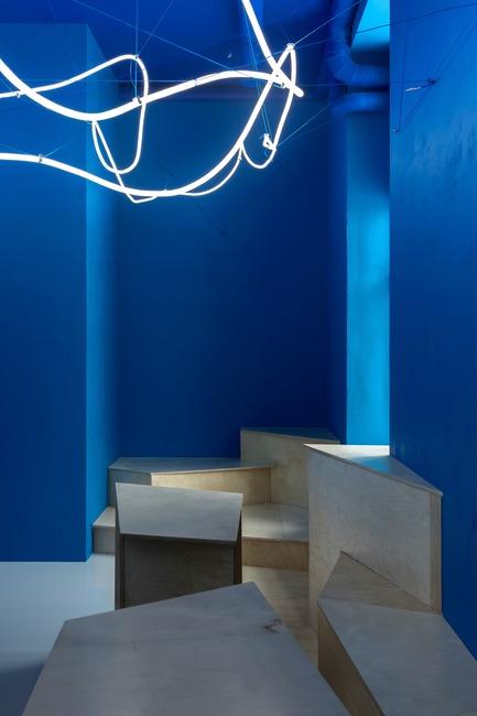 Press kit | 2247-04 - Press release | Galaxy Bar and Bottle Shop - Monoloko design - Commercial Interior Design - Multi-level plywood structure - Photo credit:  DmitryChebanenkov