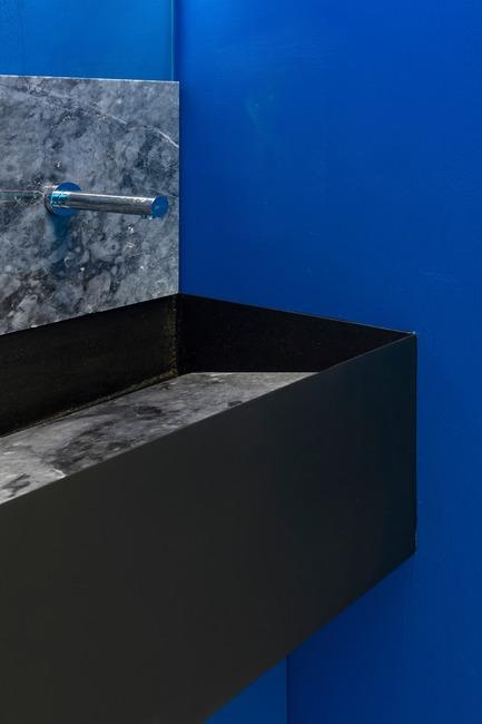 Press kit | 2247-04 - Press release | Galaxy Bar and Bottle Shop - Monoloko design - Commercial Interior Design - Custom black metal and grey mable basin with Lemark mixer tap - Photo credit:  DmitryChebanenkov