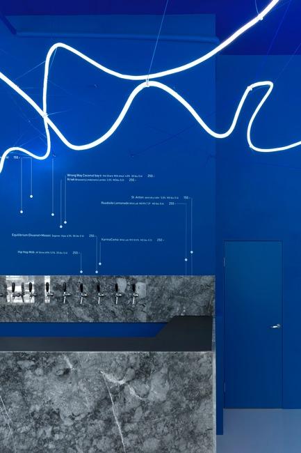Press kit | 2247-04 - Press release | Galaxy Bar and Bottle Shop - Monoloko design - Commercial Interior Design - Grey marble counter, blue walls and neon flex light installation - Photo credit: DmitryChebanenkov