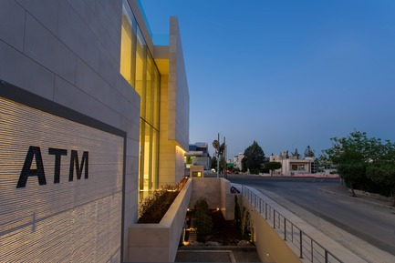 Press kit | 964-05 - Press release | Capital Bank's Facade in Jordan with Self-Supporting LUCEM Light-Concrete Walls - LUCEM GmbH - Commercial Architecture -   LUCEM Lichtbeton® – Light transmitting concrete Amman Capital Bank facade   - Photo credit:  Nabil Otteneh, Sireen Al Khatib, Paradigm DH