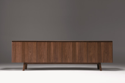 Dossier de presse | 2998-03 - Communiqué de presse | Conde House Unveils TEN Extension Dining Table and Credenza at ICFF 2018 - Conde House - Produit - TEN Credenza - Crédit photo : Conde House