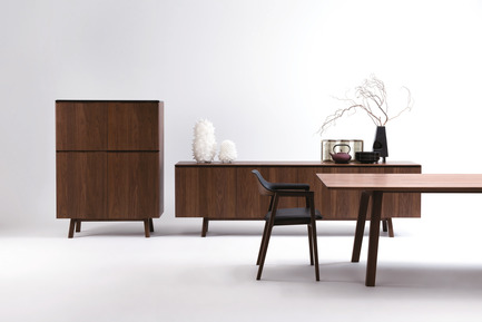 Dossier de presse | 2998-03 - Communiqué de presse | Conde House Unveils TEN Extension Dining Table and Credenza at ICFF 2018 - Conde House - Produit - TEN High Board and Credenza from Conde House - Crédit photo : Conde House
