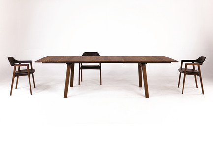 Dossier de presse | 2998-03 - Communiqué de presse | Conde House Unveils TEN Extension Dining Table and Credenza at ICFF 2018 - Conde House - Produit - TEN Dining Table with TEN Chairs - Crédit photo : Conde House