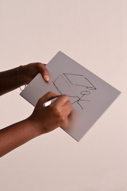 Press kit | 884-02 - Press release | Projet HEC édition 2012 - École de design industriel de l'Université de Montréal - Event + Exhibition - Tablette effaçable Krok'y - Photo credit: Muriel El Helou