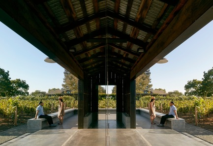 Press kit | 3353-01 - Press release | WDA Honoredwith Merit Award byAIA San Francisco - WDA (William Duff Architects) - Residential Architecture -  The barn – relocated in its entirety to its current location on a seven-acre property in Napa Valley – sits atop a new concrete plinth that rises at either end to create seating areas.    - Photo credit: Matthew Millman Photography