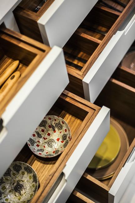 Press kit | 1701-04 - Press release | Victorian Townhouse, Highgate, London - LLI Design - Residential Interior Design - Bespoke Joinery Kitchen - Drawer detail - Photo credit: Photography / Styling : Rick Mccullagh / LLI Design