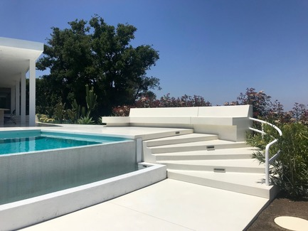 Press kit | 2933-01 - Press release | Residence Overlooking Mulholland Drive - Heusch Inc. - Residential Architecture - New Pool and terrazzo hardscape - Photo credit: Gerhard Heusch