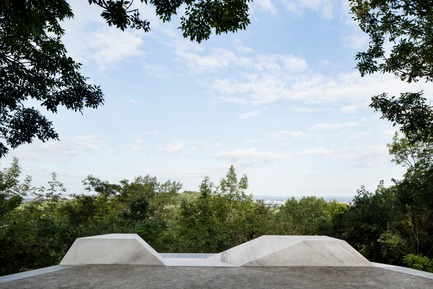 Press kit | 2366-03 - Press release | Le projet montréalais Escales découvertes se distingue à l'international - civiliti avec Julie Margot design - Landscape Architecture -  Halt close-up showing integrated granite bench&nbsp;<br>  - Photo credit: Adrien Williams