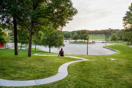 Press kit | 2366-03 - Press release | Le projet montréalais Escales découvertes se distingue à l'international - civiliti avec Julie Margot design - Landscape Architecture - View of a halt looking towards Beaver Lake's recreational area<br> - Photo credit: Adrien Williams