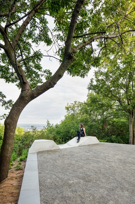 Press kit | 2366-03 - Press release | Le projet montréalais Escales découvertes se distingue à l'international - civiliti avec Julie Margot design - Landscape Architecture - Belvedere-like halt with view towards the north of the city<br> - Photo credit: Adrien Williams