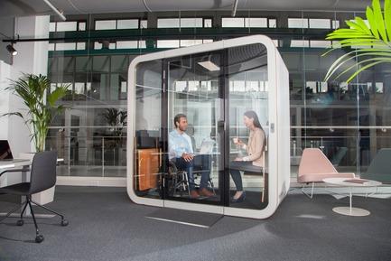 Dossier de presse | 3176-01 - Communiqué de presse | Les cabines acoustiques Framery: de nouveaux modèles à NeoCon 2018 - d|vision 21 - Produit -   Modèle: Framery Q- Flip n'Fold   - Crédit photo : Framery