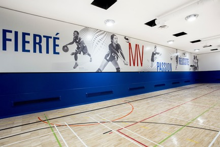 Press kit | 2064-03 - Press release | AtCégepMarie-Victorin, Art is an Essential Element of Education! - Cégep Marie-Victorin - Institutional Architecture - Graphics display of the palestra (photos of student athletes) - Photo credit: Sébastien Roy
