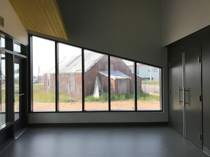Dossier de presse | 3256-01 - Communiqué de presse | Nunavik's New Cultural Centre Opens Its Doors - Blouin Orzes architectes - Institutional Architecture - View of the lobby showing historic church<br> - Crédit photo : Blouin Orzes architectes