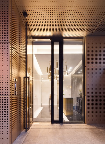 Dossier de presse | 2317-02 - Communiqué de presse | Make Completes High Rise Luxury Residential Tower in Wan Chai - Make Architects - Residential Architecture - Punched anodised aluminium - Crédit photo : John Madden