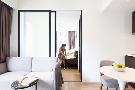 Dossier de presse | 2317-02 - Communiqué de presse | Make Completes High Rise Luxury Residential Tower in Wan Chai - Make Architects - Residential Architecture - Internal space in the one bedroom  apartments is maximised by sliding walls - Crédit photo : John Madden