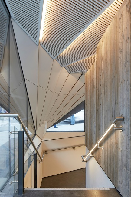 Dossier de presse | 2317-03 - Communiqué de presse | Make Unveils New Monocoque Pavilion for City of London - Make Architects - Commercial Architecture - Stairs leading down to back-of-house facilities that have been created in the former subways - Crédit photo : Make Architects