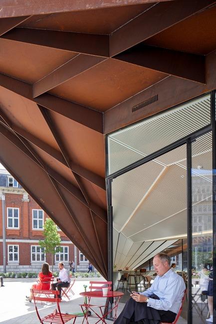 Dossier de presse | 2317-03 - Communiqué de presse | Make Unveils New Monocoque Pavilion for City of London - Make Architects - Commercial Architecture - The internal soffit mimics the external form - Crédit photo : Make Architects