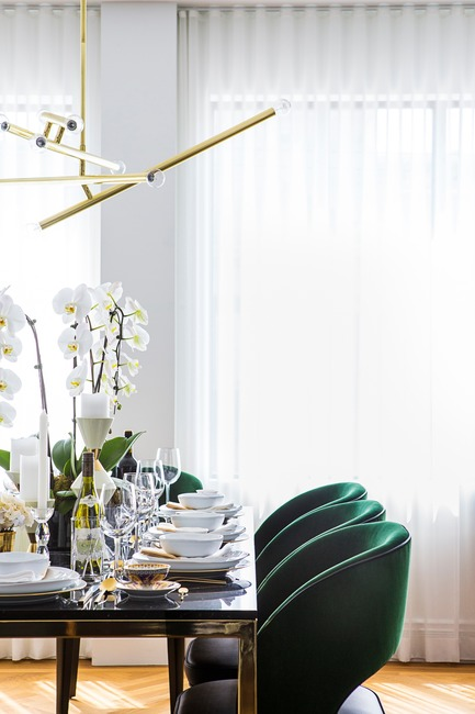 "Press kit | 2185-04 - Press release | Home in Little Italy - Audax - Residential Interior Design - Raphael dining chair in emerald green paired with the Vasari dining table<p class=""MsoNormal""><span style=""background: white;""></span></p>  - Photo credit: Erik Rotter"