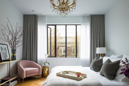 "Press kit | 2185-04 - Press release | Home in Little Italy - Audax - Residential Interior Design -  Master bedroom blends muted grays with gold accents and blush pink Evelyn chair<p class=""MsoNormal""><span style=""background: white;""></span></p> - Photo credit: Erik Rotter"