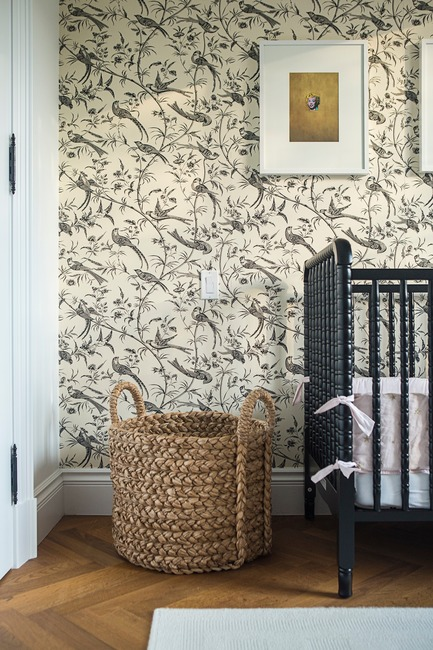 "Press kit | 2185-04 - Press release | Home in Little Italy - Audax - Residential Interior Design - Bird wall covering with wicker accessories&nbsp;<p class=""MsoNormal""></p> - Photo credit: Erik Rotter"