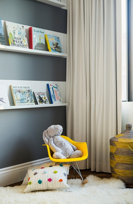 "Press kit | 2185-04 - Press release | Home in Little Italy - Audax - Residential Interior Design -  Floating shelves display children books as wall art<p class=""MsoNormal""></p> - Photo credit: Erik Rotter"
