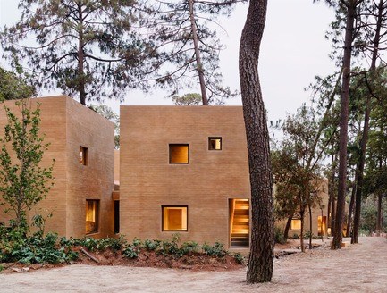 Press kit | 3424-01 - Press release | Entre Pinos - Taller Héctor Barroso - Residential Architecture - Photo credit:  Rory Gardiner