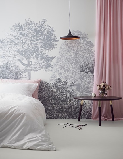 Press kit | 3382-01 - Press release | Sian Zeng's Hua Trees Mural Collection Immerses Viewers into a Lush Forest Landscape - Sian Zeng - Product - Hua Trees Wallpaper Mural in Grey - Photo credit:  Jon Day Styling: Charlotte Love