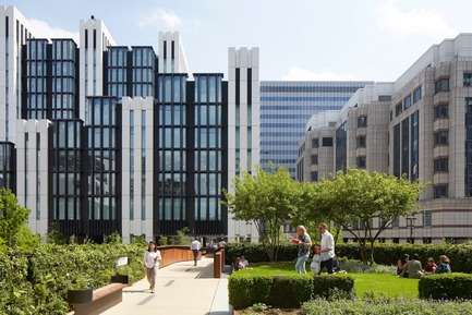 Press kit | 2317-04 - Press release | London Wall Place:Building on history - Make Architects - Commercial Architecture - London Wall Place viewed from elevated gardens - Photo credit: Make Architects