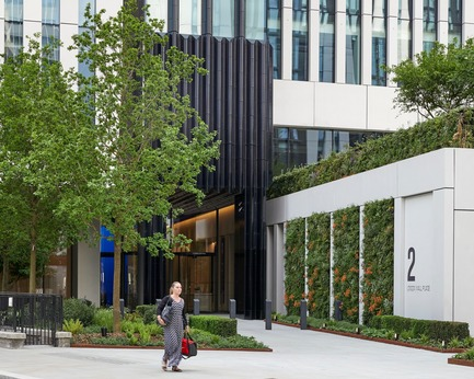 Press kit | 2317-04 - Press release | London Wall Place:Building on history - Make Architects - Commercial Architecture - There are 780m2 of green walls across the site - Photo credit: Make Architects